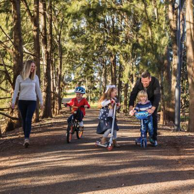 Lake Albert walking track Wagga Wagga. Mandatory credit Wagga Wagga City Council